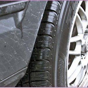 Kontrollera mönsterdjupet på dina däck ofta!